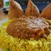 DSC 0693 Zöldborsós fűszeres szósz sárgarizságyon samocával