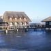 Cölöpökön álló pihenőházak a Fertő tón